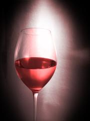 copa de vino rosado.