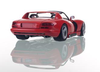 Carro vermelho com reflexão. Foto de estúdio
