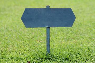 Pancarte sur pelouse