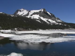 Photo sur Aluminium Pôle yosemite high altitude lake snow in june