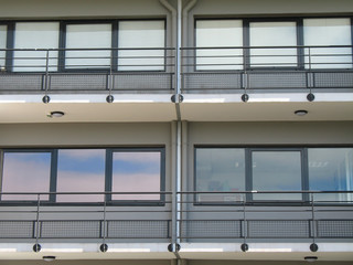 facade vitrée d'immeuble de bureaux