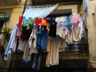 mucha ropa
