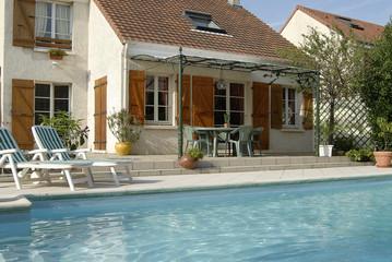 piscine et maison individuelle