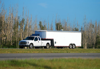 Heavy duty pickup truck and trailer