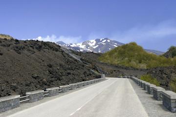 Durch das Lavafeld zum Etnakrater