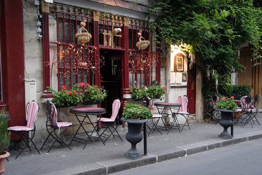 Terrasse d'un café restaurant Parisien