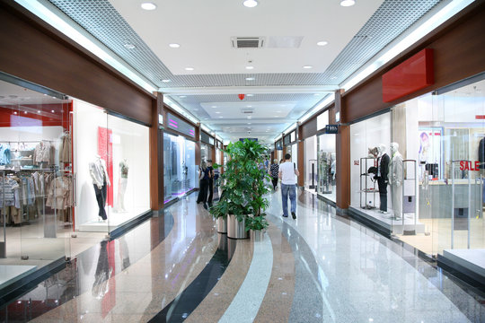passage in the shopping center