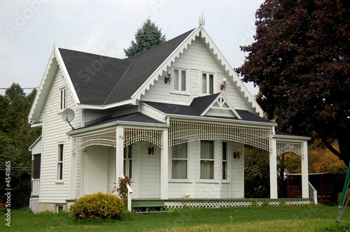Maison coloniale canadienne photo libre de droits sur la banque d 39 images image - Maisons canadiennes ...