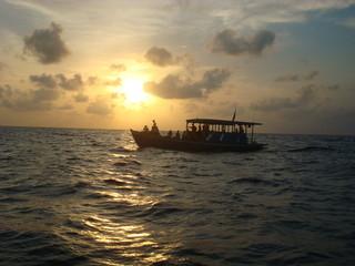 Boot vor der Sonne