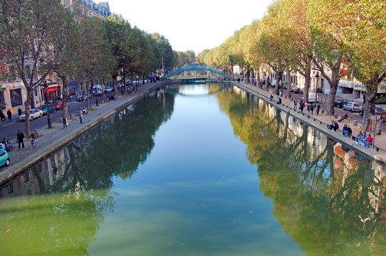 France, Paris: Canal Saint-Martin is a 4.5km long canal in Paris