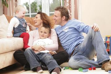 Familie am Spielen