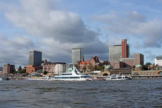 Hafenpromenade Landungsbrücken I Hamburg