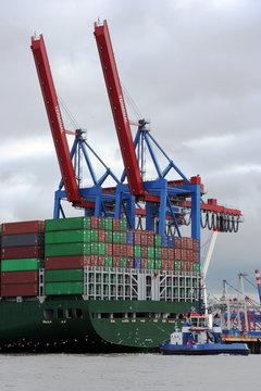 Containerterminal - Beladung von Containerfrachter III