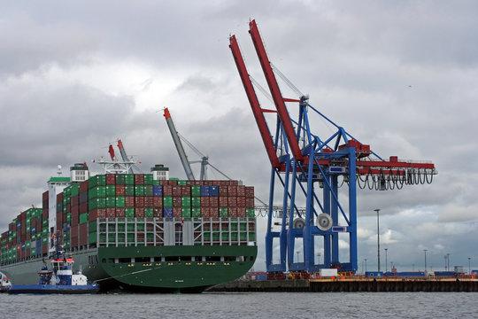 Containerterminal - Beladung von Containerfrachter IV