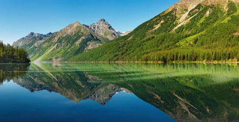 Fototapete - Landscape with mountains reflected in quiet lake