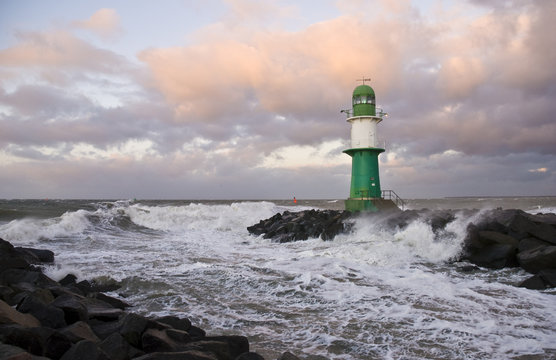 Leuchtturm bei Sturm