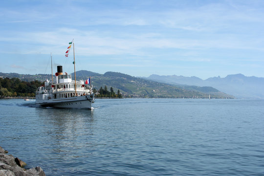 Dampfer auf dem Genfer See - Tourismus