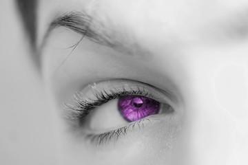 oeil rose violet de femme daisir plaisir sexe sensualité amour