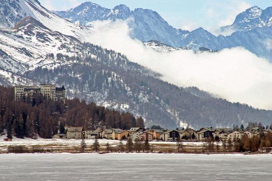 Luxushotel im Engadin - Sils im Winter - Feriendorf