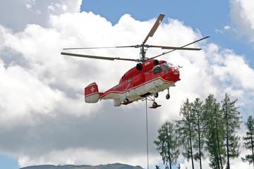 Hubschrauber bei der Arbeit