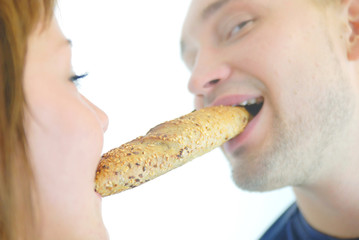 happy couple eating croissant