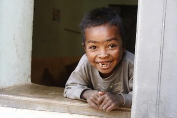 portrait d'enfant souriant madagascar