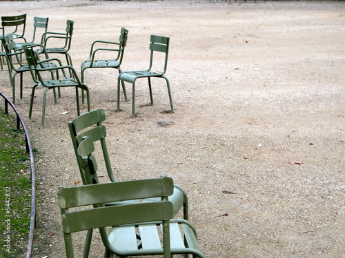 chaises vertes du jardin du luxembourg paris photo libre de droits sur la banque d 39 images. Black Bedroom Furniture Sets. Home Design Ideas