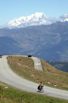 route du col de la madeleine et le Mt Blanc