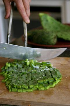 Nopales preparation