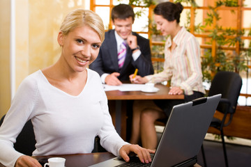 Business woman sitting at the table  in a cafe
