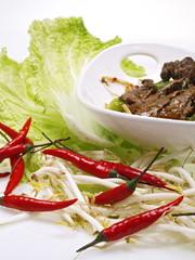 cinesisches chili rindfleisch mit reisnudeln