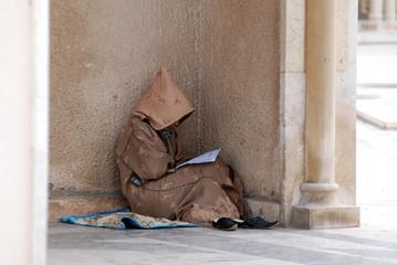 Foto op Canvas Marokko mussulmano che prega appoggiato al colonnato