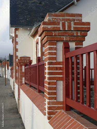 Cloture brique photo libre de droits sur la banque d - Cloture en brique rouge ...