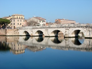 Fotorolgordijn Artistiek mon. This Roman bridge in Rimini