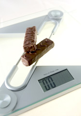 Chocolate bar on the electronic balance showing 0.0kg