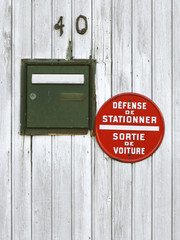 Boite Aux Lettres Et Sens Interdit