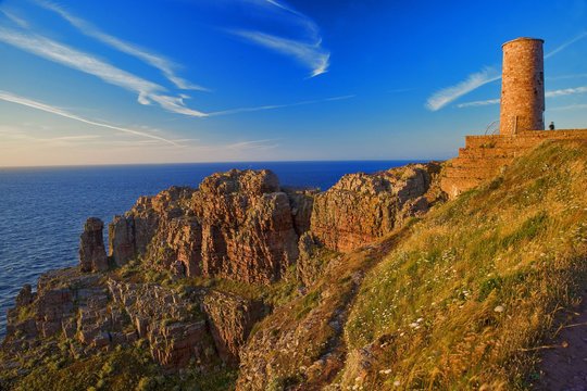 Bretagne,22,cap Frehel :  falaises au crépuscule