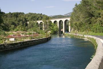Infrastructures : canal et aqueduc