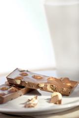 schokolade mit nuss und milch