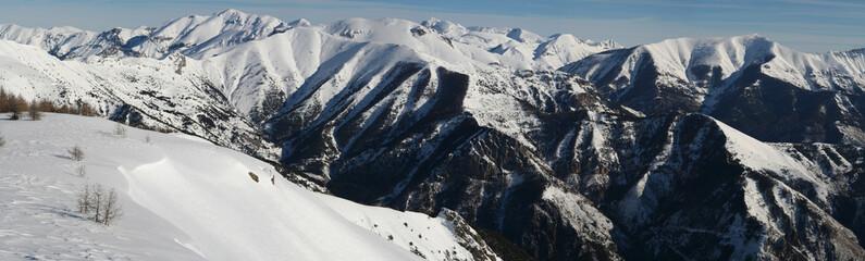 Panorama sur les sommets enneigés de la Roya
