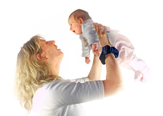 Junge Mutter tollt mit ihrem Baby