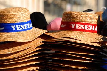 cappelli con scritta venezia