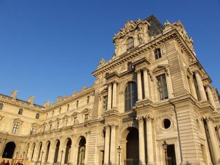 Façade du Musée du Louvre, Paris, France