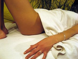 Wellness - Frau entspannt sich Po
