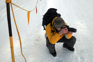 fotografo mira la pista