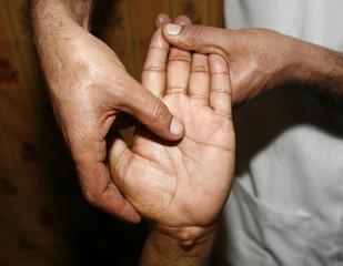 indian ayurvedic hand oil massage