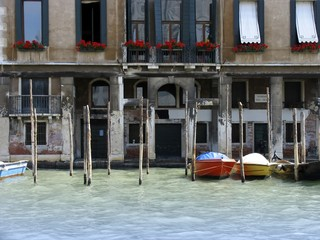 A photograph of the beautiful houses in Venice Italy