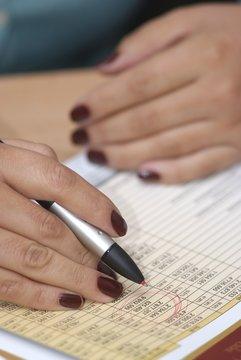 manos con finanzas