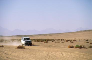 Geländewagen in Ägyptischer Wüste