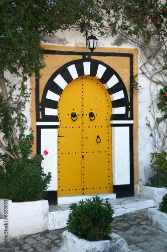Porte clout e jaune de sidi bou said photo libre de for Decoration porte sidi bou said